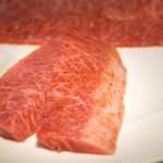 華火 - 『上ハラミ タレ』¥880円 形も綺麗で柔らかいハラミ。もみだれもしっかり付いてるのでそのままでも十分食べられます。
