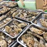 カキ小屋 - 色々な貝を 混ぜ合わせた お得なセットも あります