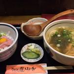 101307620 - 日替わりセット: 明太子入りネギトロ丼と、きつねこぶうどん
