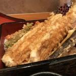 魚菜酒蔵 だいがく - 穴子3本、茄子、パプリカ赤の天ぷらです(2019.2.4)