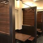 魚菜酒蔵 だいがく - テーブル席、パーティションがあるので、プライバシーが保たれますね(2019.2.4)