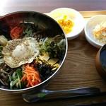 PS マート - 野菜ビビンバ 小鉢二品、わかめスープ付き