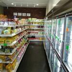 PS マート - 併設のお店の方では、韓国や中国の食品やお酒が買える