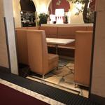 マディソン ニューヨーク キッチン - 店内。3名以上の方は、このタイプに案内されていたと思います。