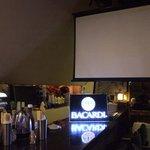 バーボンストリート - スクリーン完備!TVモニター2台。DVD持込OK