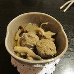 白扇 - 料理写真:お通し つみれとキノコの煮物