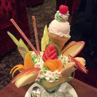珈琲西武 - フルーツパフェ