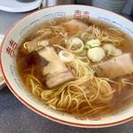 ラーメン 一喜 - 大盛り  使い込まれた丼がいい  スープの色とネギが変わったかな??