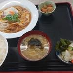 魚忠食堂 - カツ煮定食