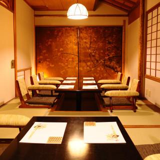 完全個室のプライベート空間。接待や会食、ハレの日にもどうぞ。
