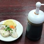 かどのめし屋 海鮮食堂 - かどのめし屋 海鮮食堂 @足立市場 生かきにはポン酢醤油が添えられます