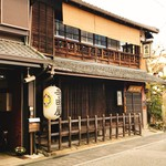 小倉山荘 - 寺田屋の向かい