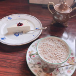 銀の匙 - ケーキセット(カフェオレ、レアチーズケーキ)