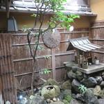 101317743 - コンパクトにまとめられた庭