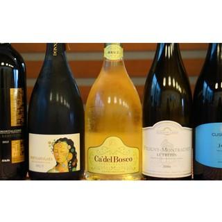 豊富なワイン!赤・白・泡が約36種