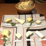 101323795 - 単品チーズとバゲット