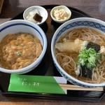 そば処 にし村 - 天ぷらそば定食(1,000円税込)。玉子丼は黄色というより茶色っぽいです。蕎麦つゆは透き通ってます。