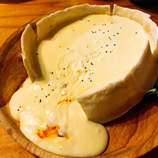 フォトジェニック!チーズの大洪水!チーズ溢れるシカゴピザ