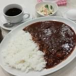 菊屋食堂 - ビーフカレー(中盛 2辛)700円 サービスセット付き。