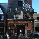 メフィストフェレス - 入口の真上には多くの悪魔