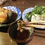 かしわ専門店サトー - 今宵の酒のアテ3品 赤魚の煮付・冷奴・タタキ