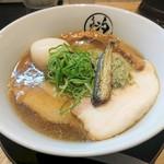 らぁめん 汐 - アゴ出汁醤油チャーシューめん 1050円