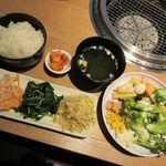 焼肉DINING大和 - ライスセット、ナムル盛り合わせ、サラダバー