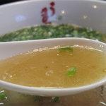 うま馬 祇園店 - 色々な出汁食材や脂分を加えていない、純粋な豚骨スープに近いものです。