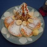 CAFE LOURDES - キャラメルバナナとクルミのリコッタパンケーキ