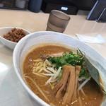 志縁 - 味噌らーめん(冬季限定)(トッピング:肉ミンチ)