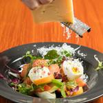 イタリアワイン食堂 acero - 料理写真:旬のフルーツとフルーツトマト、モッツァレラブッファラのサラダ