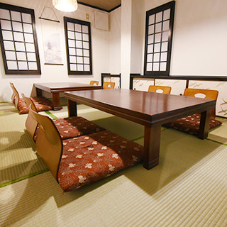 広々として落ち着いた空間のお座敷で日本料理を堪能