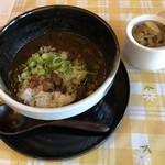 おに家 - 残りのスープを温め、ご飯100g、炙りサイコロチャーシュー、ねぎをトッピングした追い飯。