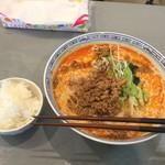 三陽楼 - 灼熱の担々麺(中級編)麺大盛りと無料ご飯