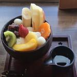 不曹庵 - 果物たっぷりフルーツあんみつ