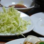 101367467 - 相席のおじちゃんが食べてる春巻定食が美味しそうだったのでこっそりパチリ