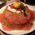 新宿 焼肉ブルズ - 特選和牛のローストビーフ丼 150g 1600円