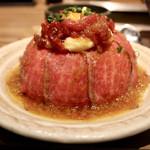 新宿 焼肉ブルズ - 特選和牛のローストビーフ丼 100g 1200円