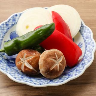 『生で仕入れる新鮮ホルモン・野菜ソムリエ厳選の国産野菜』