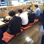 個室×地鶏串屋 園の子 - 狭過ぎるカウンター席
