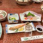 初潮旅館 - 料理写真:海鮮づくしの豪華な夕食いただきました。