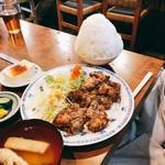 ひょうたん茶屋 - 唐揚げ定食特盛り