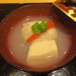 101376152 - はまぐりのしんじょうと胡麻豆腐の椀物