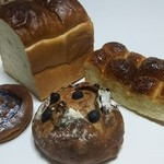 101377873 - パンのトラ0.5本、メープルちぎりパン、レーズンくるみカンパーニュ、チョコバナナタルト