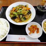 "Shuukouen - 定食の""豚バラと野菜の醤油煮""\700"