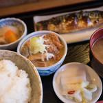101381858 - 焼き鯖、モツ煮定食