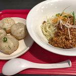 弄堂 生煎饅頭 - 炸醤麺と焼き小籠包