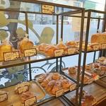 平野パン - なかなか豊富な種類
