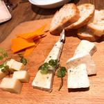 Bar Salu - 4種チーズの盛り合わせ