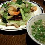 北京料理 桃源門 - 海老と野菜の塩味あんかけかた焼きそば(900円)